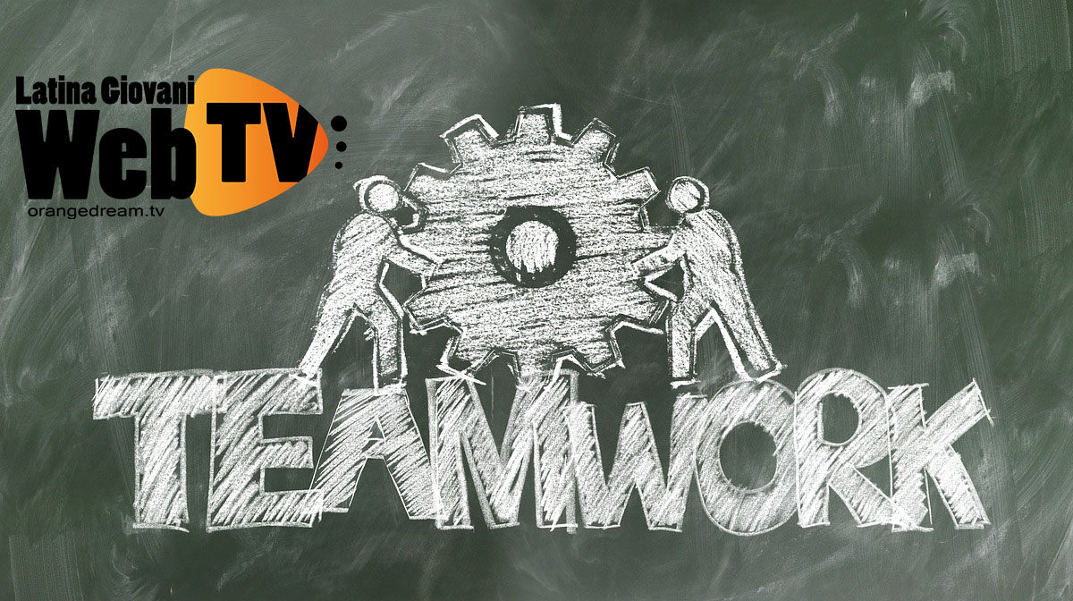 teamwork-2499619_1280
